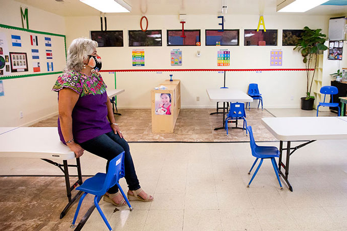 Beatriz Leyva-Cutler, executive director of Bay Area Hispano Institute for Advancement Inc. (巴伊亚), sits in an empty classroom