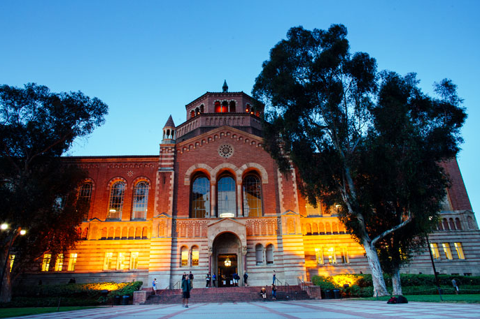 Powell Library at evening, 威尼斯棋牌洛杉矶分校