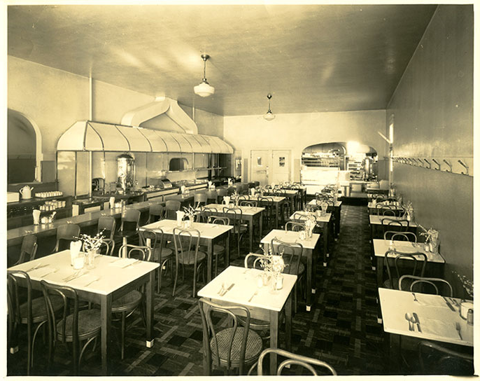 Old photo of the inside of a restaurant in Oakland